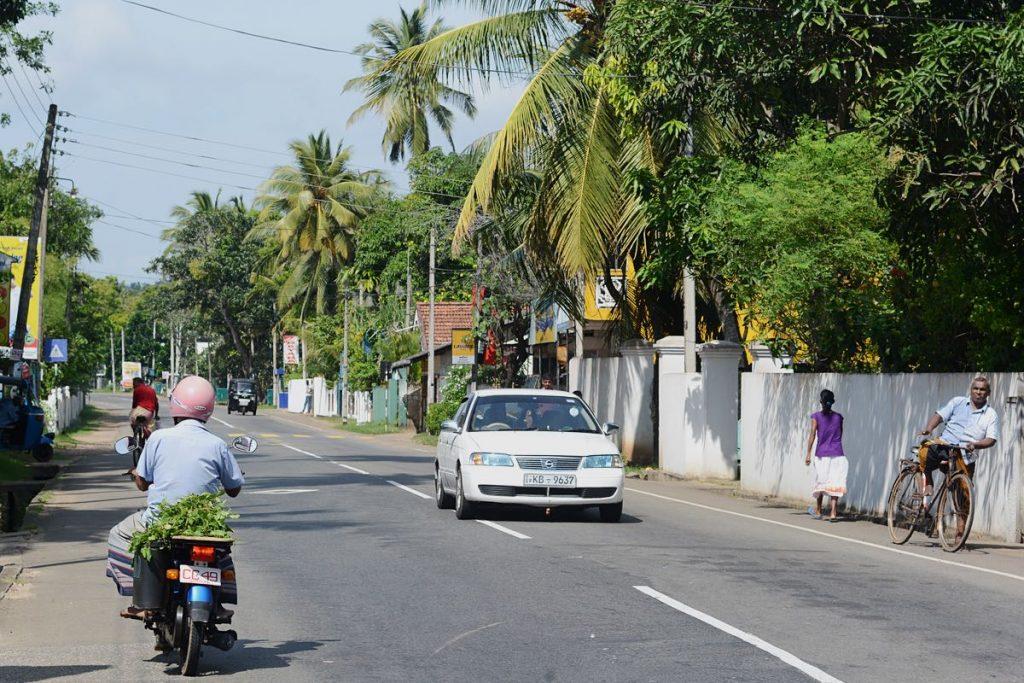 Lanka-Hideaways-Travel-Tips-Car-CREDIT-CHRIS-ROWLANDS