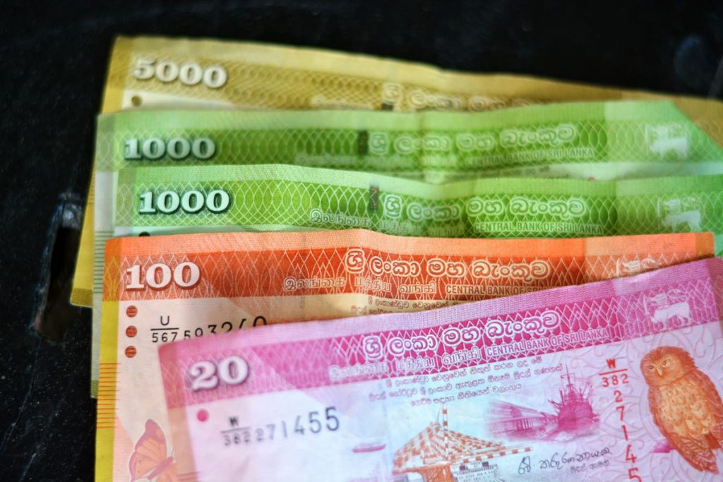 Lanka-Hideaways-Travel-Tips-cash-CREDIT-CHRIS-ROWLANDS