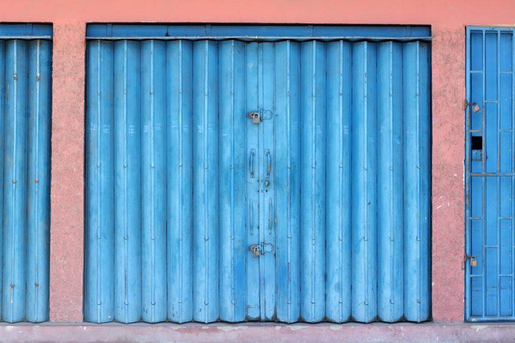 Lanka-Hideaways-Travel-Tips-shutters-CREDIT-CHRIS-ROWLANDS
