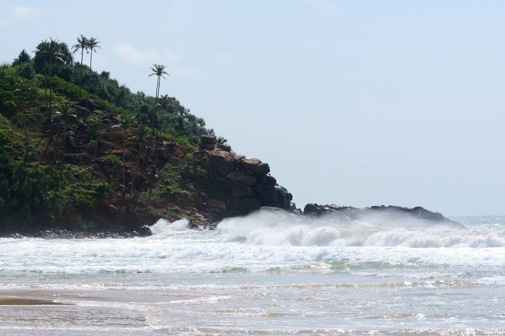 Lanka-Hideaways-Travel-Tips-waves-CREDIT-CHRIS-ROWLANDS